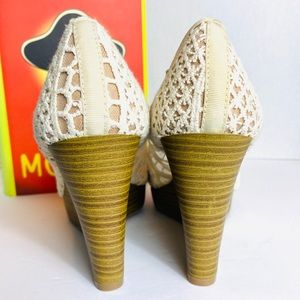 American Eagle Shoes - American Eagle Cream Lace Open Toe Wedges Size 7.5